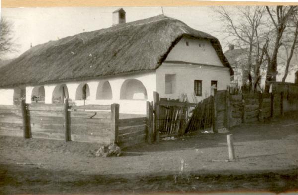 A Szántó ház az eredeti helyén, jelenleg a Szentendrei Skanzenben látható.